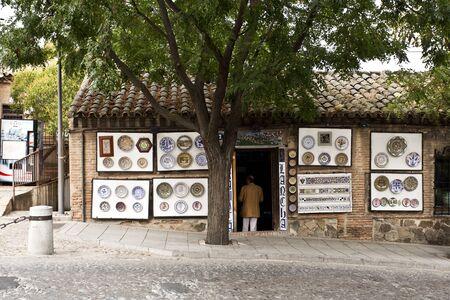 mancha: Shop selling traditional ceramic handicrafts from Castilla-La Mancha in Toledo, Spain Stock Photo