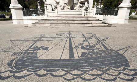 caravelle: Detail of the magnificent stone work on the ground in front of the monument to the Marquis of Pombal Éditoriale
