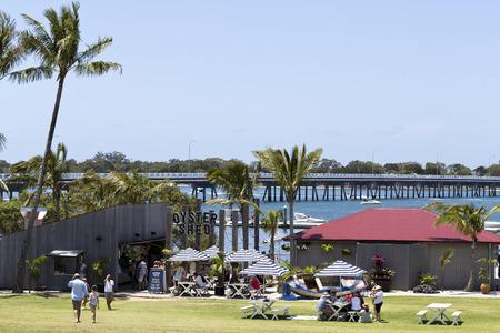 umbrela: People enjoying a beautiful sunny day on the Pumicestone Passage near the bridge to the Bribie Island, Queensland, Australia