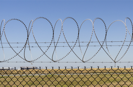 Consecutive heart shapes created by the razor wire at the airport fencing in Brisbane, Australia Imagens