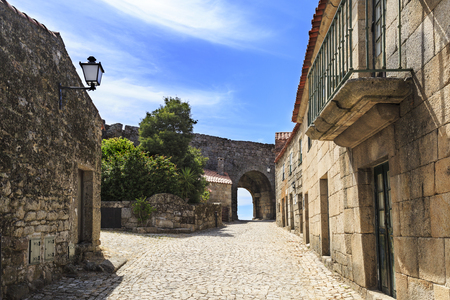 View of street leading to the Nova Gate and houses built in the locally abundant granite stone, in the medieval village of Sortelha, Portugal Banco de Imagens