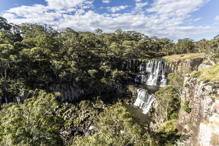 Scenic view of the upper fall at the Ebor Falls in Guy Fawkes River, northern NSW, Australia 免版税图像