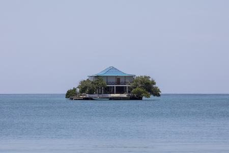 カルタヘナコロンビア近くの楽園ロザリオ島の家