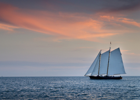 Beautiful Sunset Sail In The Warm Ocean Waters of Key West Florida Фото со стока - 24473628