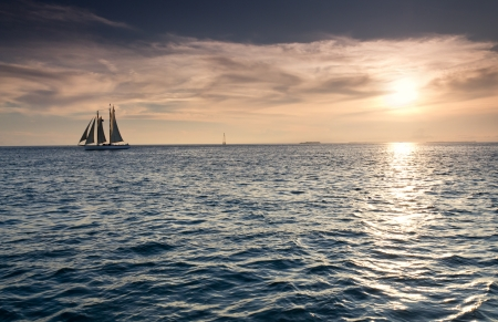 Beautiful Sunset Sail In The Warm Ocean Waters of Key West Florida Фото со стока - 24473642