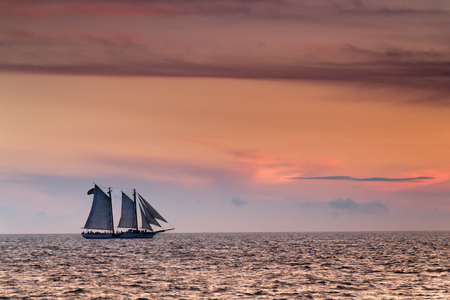 Beautiful Sunset Sail In The Warm Ocean Waters of Key West Florida Фото со стока - 24473663