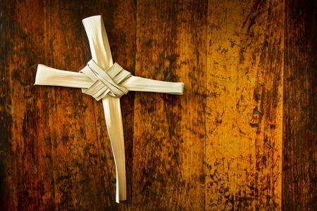 Semana Santa Pascua Ilustración Con La Palma en la ramificación de madera antiguo asiento Foto de archivo - 26618821