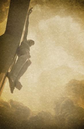 Antieke Pasen foto achtergrond afbeelding met linnen texturen en Jezus Christus aan het kruis op de achtergrond geraakt.
