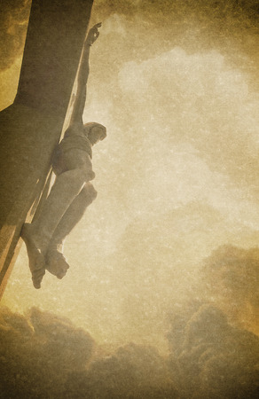 Antique Pascua ilustración de fondo de fotos con texturas de lino y Jesucristo en la Cruz se desvaneció en el fondo. Foto de archivo - 40372168