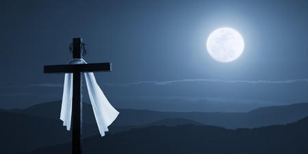 Esta ilustración de la foto es un nuevo concepto en la mañana de Pascua en la cual Jesús ha subido en la noche como esta foto muestra con su luna brillante, paño del entierro soplado por una brisa suave y una corona de espinas. Foto de archivo - 80321936