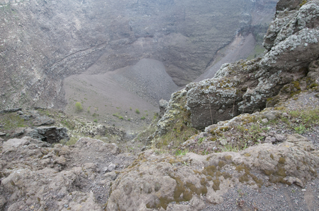 cratere,vesuvio,rocce,interno,vulcano,napoli,campania,orizzontale,bocca,lava,terremoti,parco nazionale,sisma,