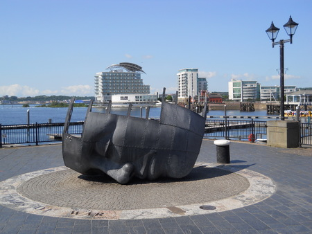 merchant: Merchant Seafarers War Memorial, Cardiff Editorial