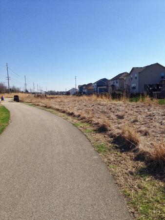 Walking path behind neighborhood Stockfoto