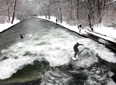 Winter surfing in Munich Stok Fotoğraf