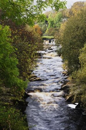 yorkshire dales: R�o Swale en los valles de Yorkshire Yorkshire del Norte