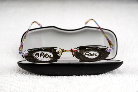 April Fool's day trick.  Glasses that have had the lenses covered with pen and April Fool written on. Stockfoto
