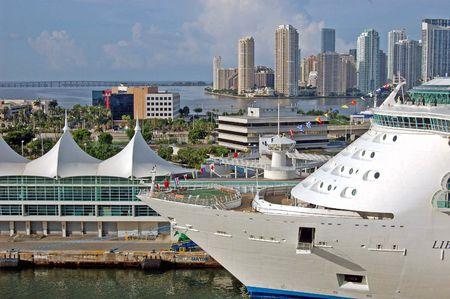 cruiseship: Barcos de crucero en el Puerto de Miami