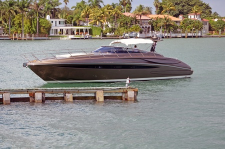 Sleek Motor Yacht on the florida inter coastal near miami beach Stock Photo - 11090231