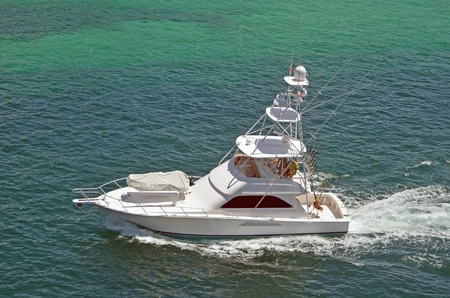 cruising: Sport fishing boat cruising the crystal clear waters of Nassau in the Bahamas