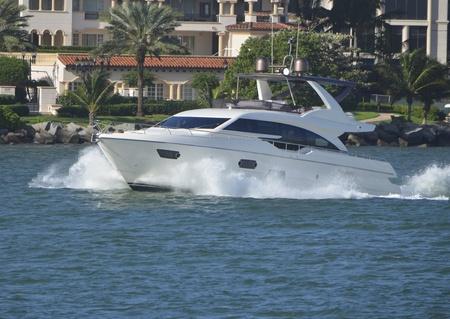 deportes nauticos: Barco de la pesca deportiva de lujo
