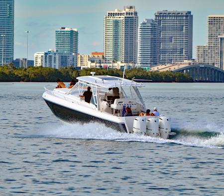 Sport fishing boat powered by three outboard engines cruising on the florida intra-coastal waterway off Miami Beach, 報道画像