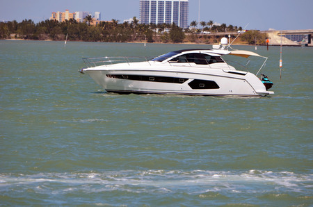 Upscale cabin cruiser on the florida intra-coastal waterway off Miami Beach 스톡 콘텐츠