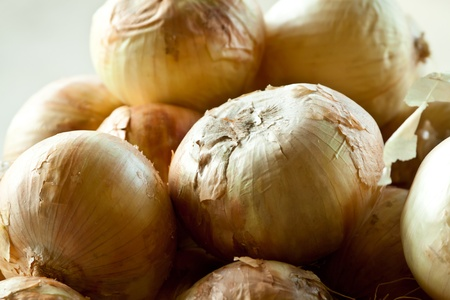 Fresh onions at a produce stand Stock Photo