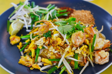 bean sprouts: Fried Rice Sticks with Shrimp