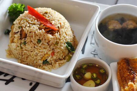 arroz frito con pescado crujiente Foto de archivo