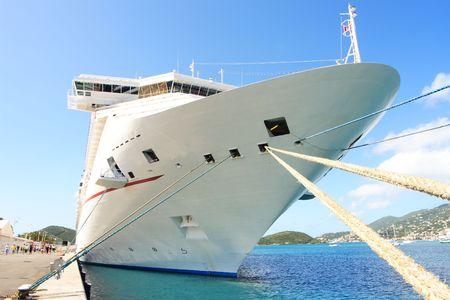 docked: Caribe barco crucero atracado en la isla de Santo Tom�s