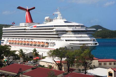 Caribbean Cruise Ship docked on the island of St. Thomas Reklamní fotografie
