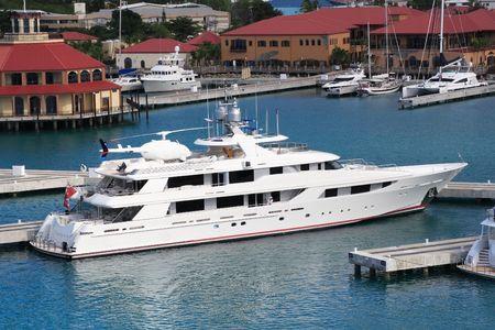 Caribbean Mega Yacht docked on the island of St. Thomas Imagens