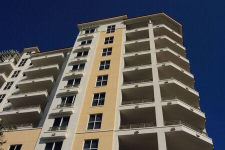 Art deco highrise apartment building Imagens