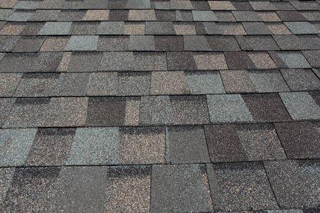 fiberglass: Tejas de cubierta de asfalto  Foto de archivo