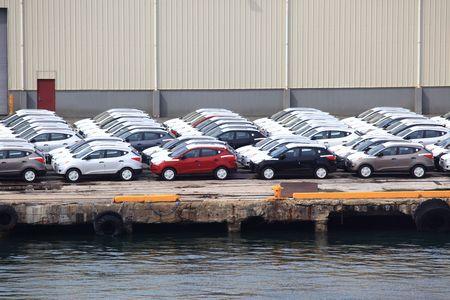 Import cars unloaded at the port in San Juan PR Imagens
