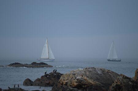 Two sailboats race towards each other off The Marginal Way (Ogunquit, Maine). Reklamní fotografie