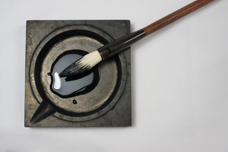 Chinese kalligrafie instrumenten met witte achtergrond