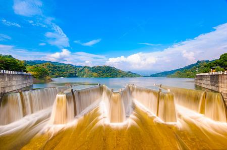 苗栗、台湾でダムをチェックします。