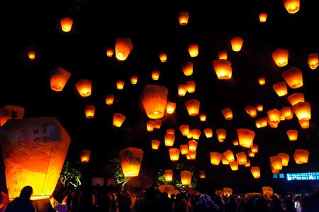台北、台湾の平渓のスカイ ランタン フェスティバル