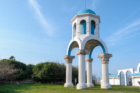 台湾の新竹に青空の下で教会