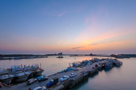 新竹で nanliao 埠頭の夕暮れ