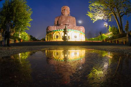 彰化県の大きな仏像の夜景