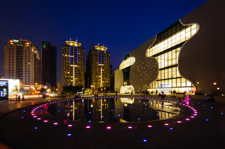 台中のオペラハウスの夜景