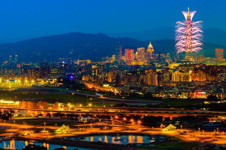 Scène de nuit de la ville de Taipei Banque d'images - 48861684
