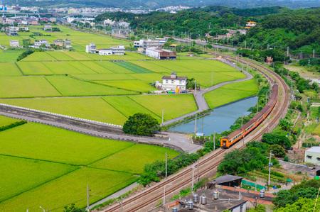 locomotora: campo de arroz en Miaoli, Taiwán