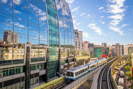 La ligne 1 du métro de Taipei comprend deux sections du Système Taipei Rapid Transit, la Section Wenshan, et la Section Neihu Banque d'images - 47980299