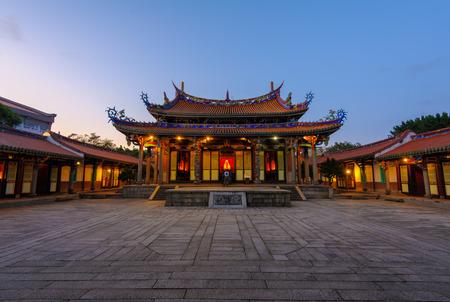 Scène van de nacht van de Tempel van Confucius in Taipei, Taiwan