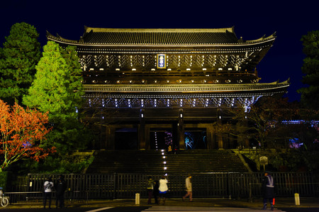 finesse: night view of the main gate of Chion-in Temple in Kyoto