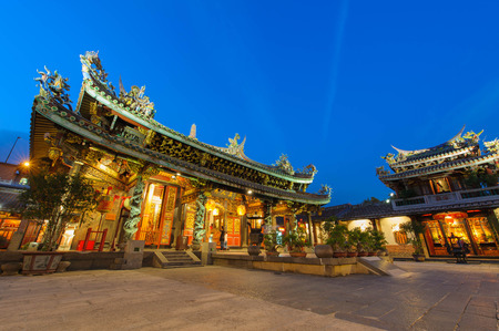 バオ台北、台湾の寺の夜景 報道画像