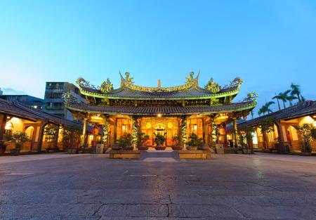 Nachtansicht von Bao Ein Tempel in Taipei, Taiwan Standard-Bild - 51273475